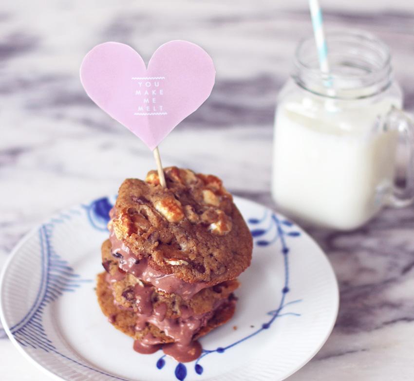 OPSKRIFT<br>- Icecream cookie sandwiches for Valentines?