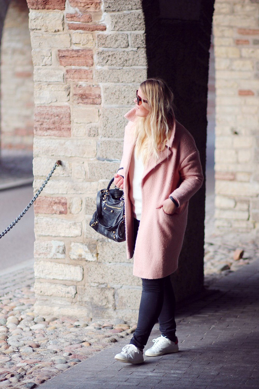OUTFIT - lyserød frakke og Isabel Marant