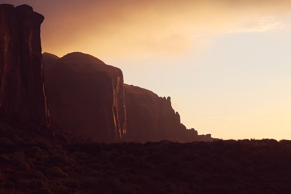 MONUMENT VALLEY - en ildrød solopgang..
